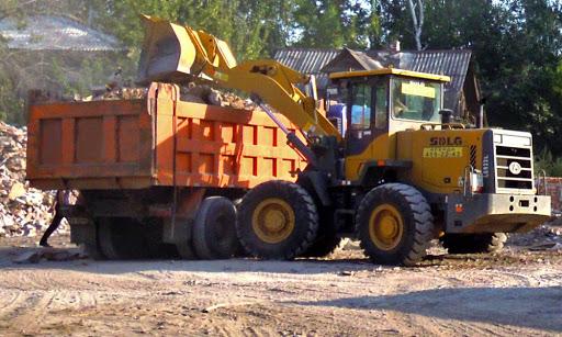 вывоз бытовых отходов погрузчик грузовик